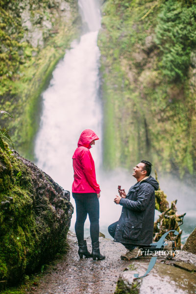Proposal photography multnomah falls