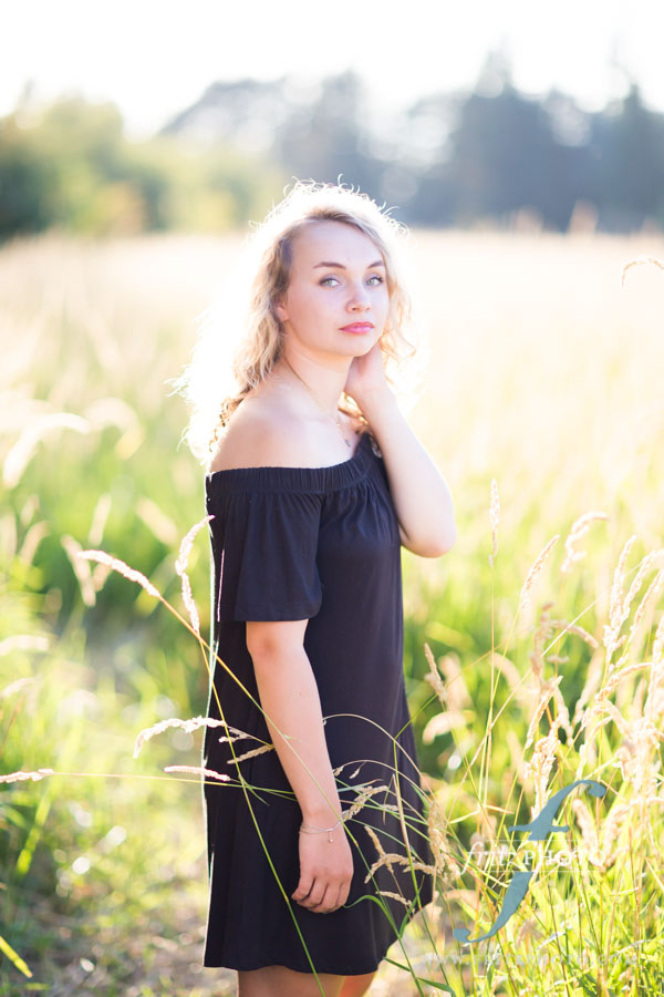 Senior portraits in Oregon in tall grass