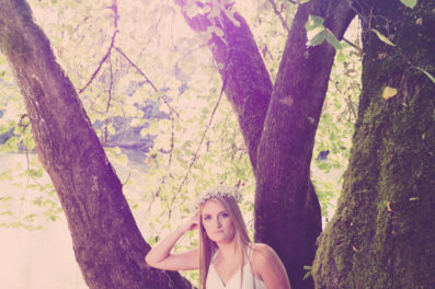 Blond girl senior photo in Tigard